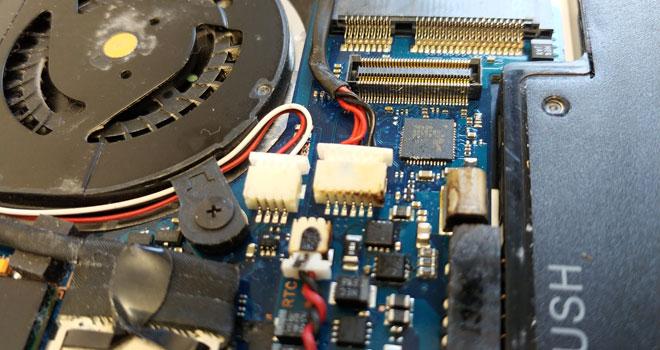 Strombuchsen-Steckverbinder verschmort an einem Samsung NP900X3F Notebook