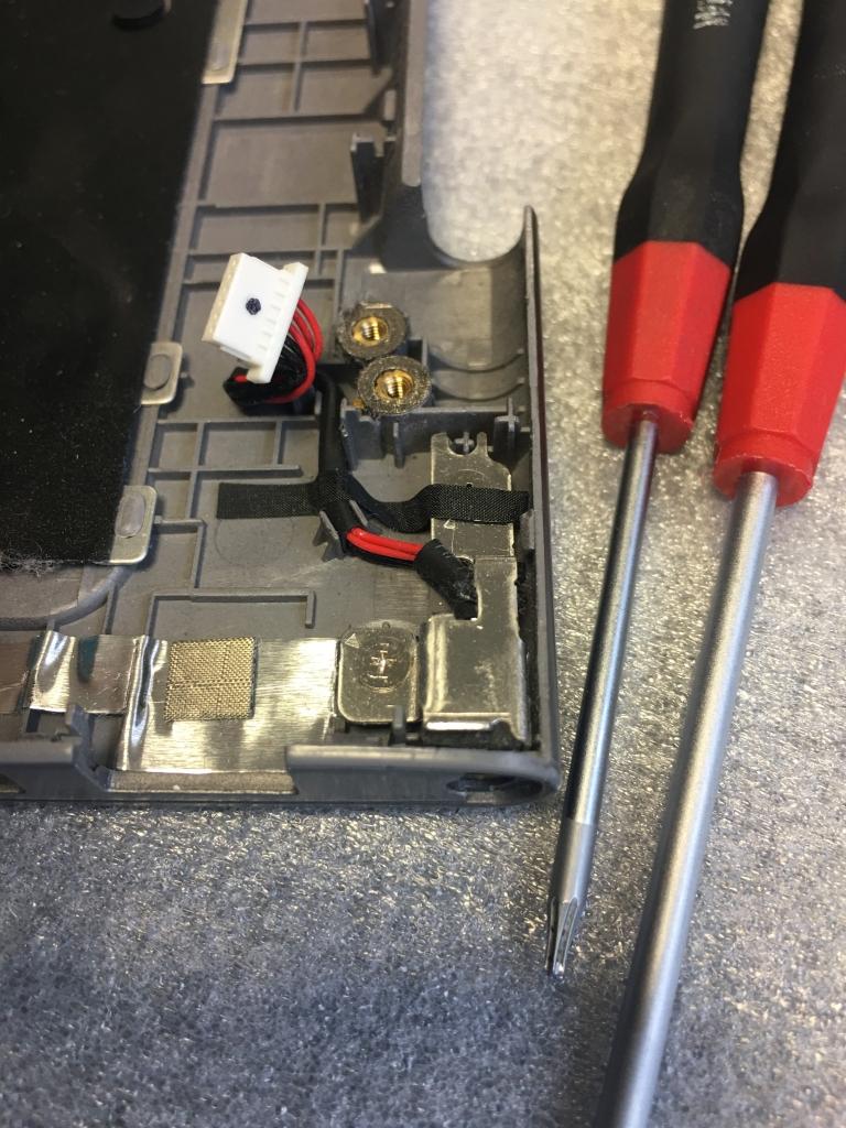 Fehlkonstruktion-Notebook-Samsung-NP530-Strombuchse