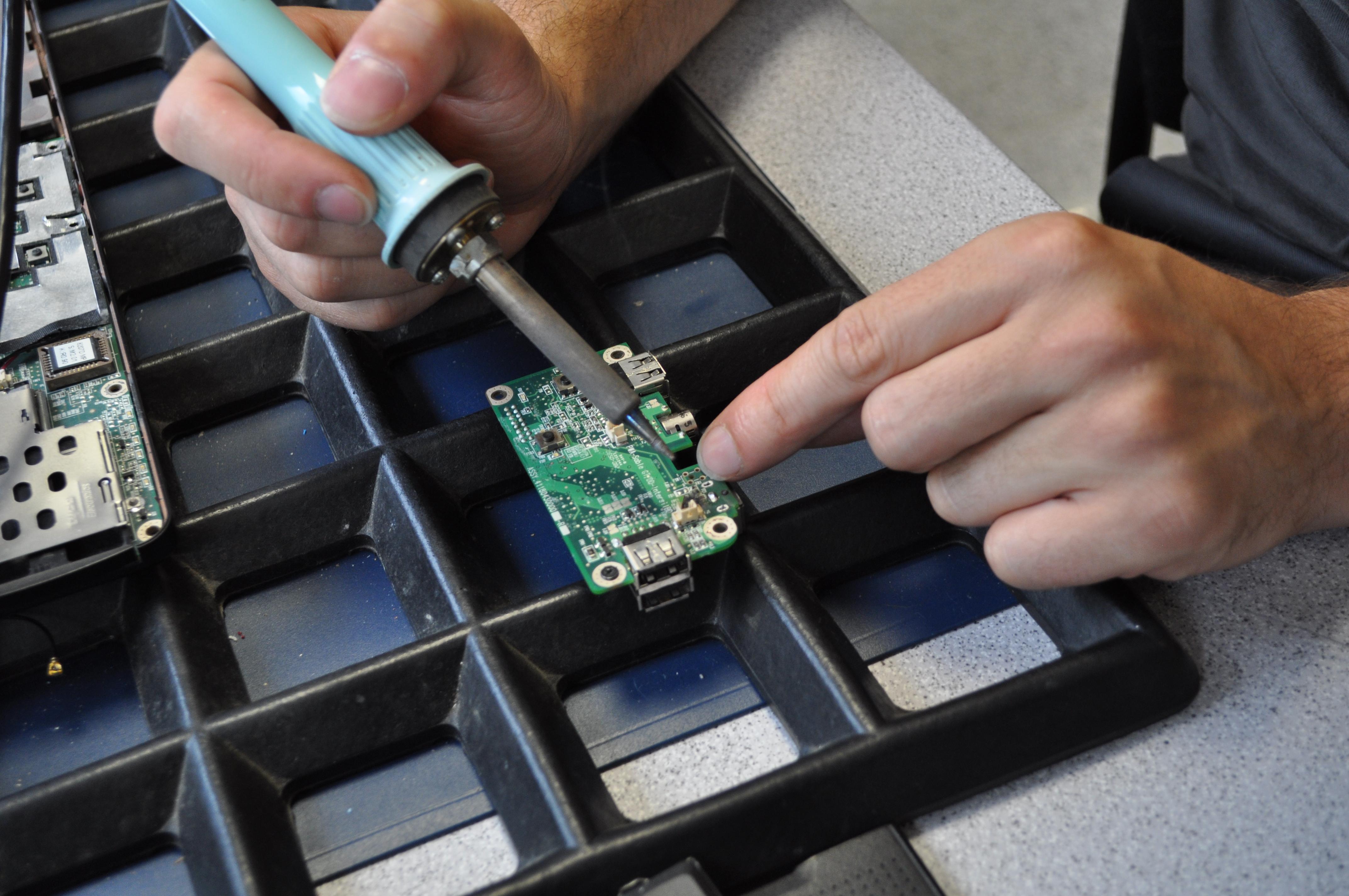 Löten an dem Powerboard für ein Medion MD98100