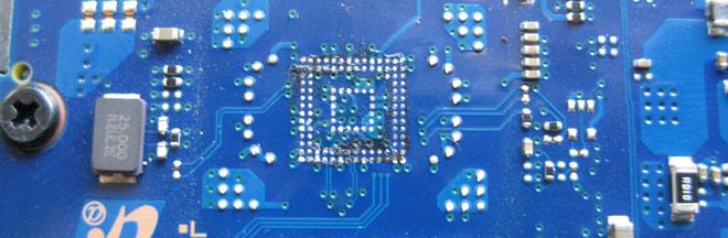 Notebook Flashspeicher defekt. Das Mainboard des Samsung NP 5304UC ohne den Speicher.
