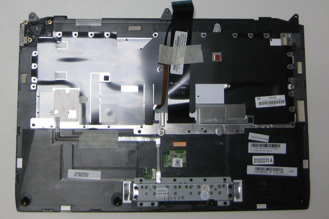 Die Notebook-Tastatur Variante C: Notebook-Tastatur und Notebook-Top-Case bilden eine komplette Baueinheit. Ansicht Baueinheit von hinten.