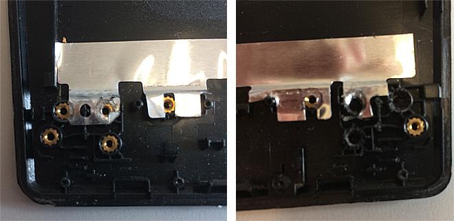 Notebook-Schwachstelle Kunststoff / Plastik: Links sind die Scharnieraufnahmen noch fest im Kunststoff eingebettet, rechts sind diese ausgebrochen. Das komplette Gehäuseteil muss ersetzt werden.
