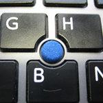 Toshiba Portege Z30-A Notebook Tastatur mit Mouse-Stick, der die Ursache dafür war, dass der Mauszeiger selbständig über den Bildschirm wandert.