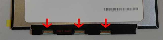 Unsere Fotomontage zeigt drei mögliche Positionen der Steckerleisten am Notebook Display . Es gibt noch mehr Optionen.