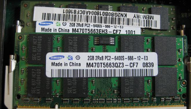 Notebook RAM erweitern: 2 x 2GB RAM Module im Toshiba Satellite L350-153.