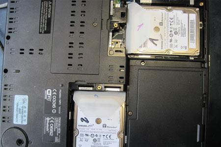 Die beiden 120 GB-Festplatten des Qosmio.