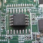 Der gebrauchte BIOS Chip auf dem fabrikneuen Mainboard. Eine gelungene Kombination.