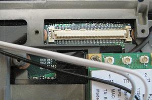 Steckerleiste zum Anschluss des Display-Kabels auf dem Mainboard.