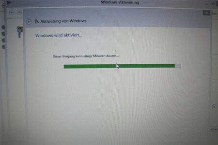 Warten, warten, warten, leider ohne Ende. Nach dem Mainboardtausch lässt sich Windows 8 nicht mehr aktivieren.
